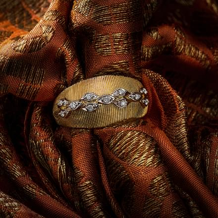 Linear Petals Brocade Ring