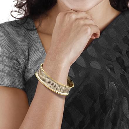 Lattice Mesh Gold Bangle Jewellery India line CaratLane