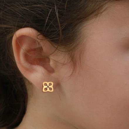 Cutout Gold Stud Earrings
